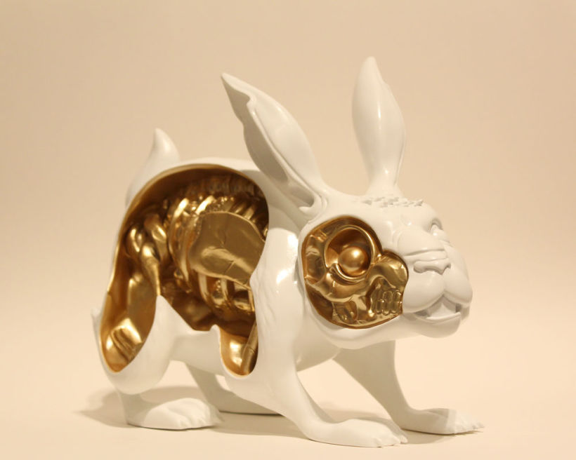Nychos_Toy_white-gold2.